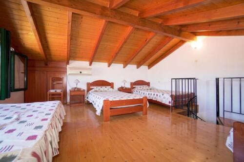 Υπνοδωμάτιο-πάνω όροφος